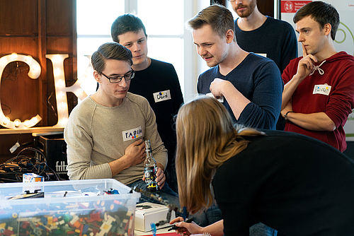 "Studierende beim Hackathon ""Hack Your Campus"""