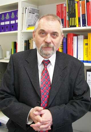 Dr. Eckehard Czucka