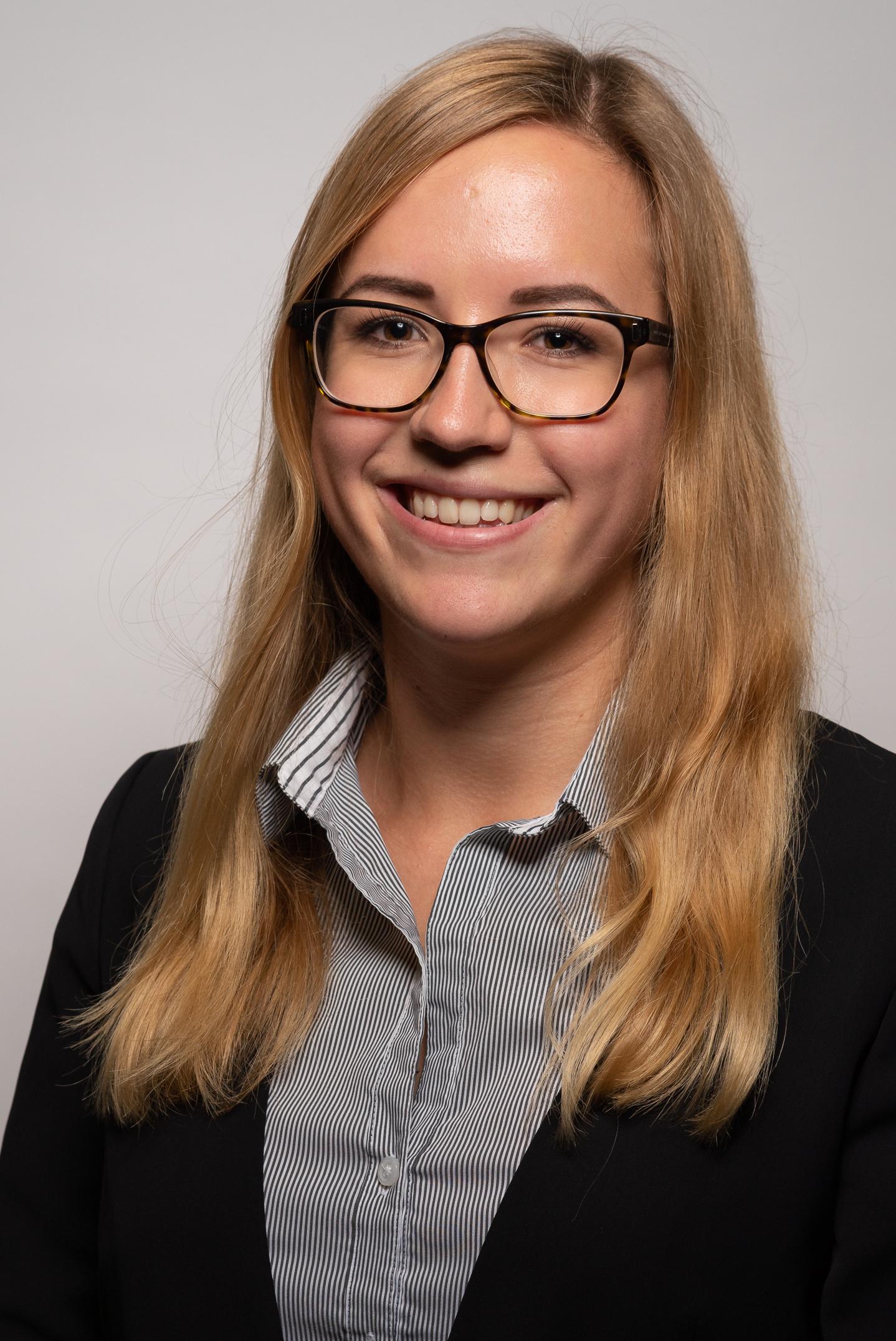 Julia Langner - Passfoto