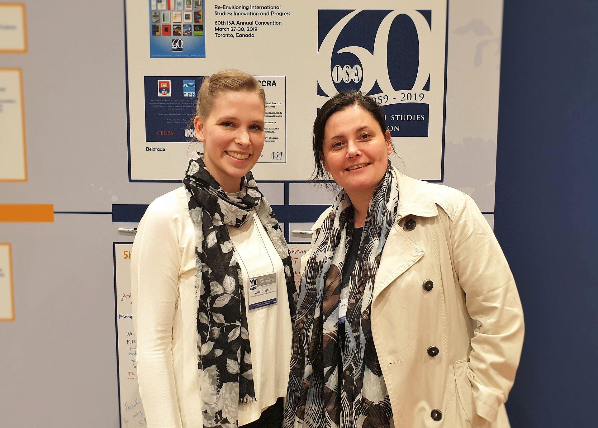 Anja P. Jakobi und Maike Stelter auf der ISA 2019