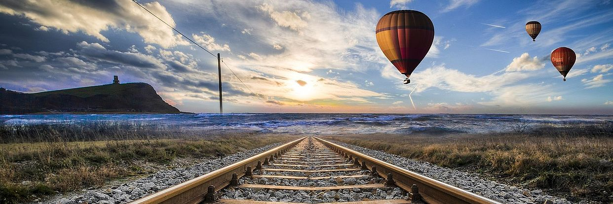 Heißliuftballon über Schienen