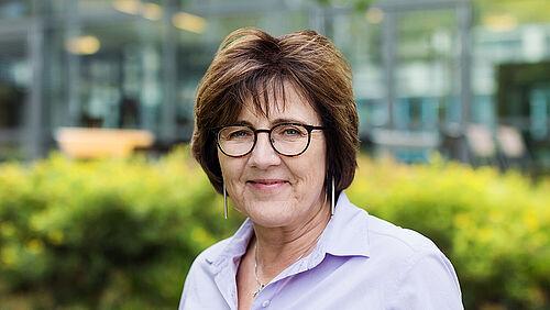 Dr. Martina Lange